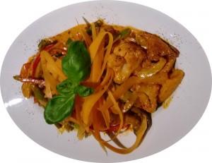 Nudelgerichte sowie Bifteki, Souflakispieße, Lammspieße,  hausgemachte Suppen, Quiche